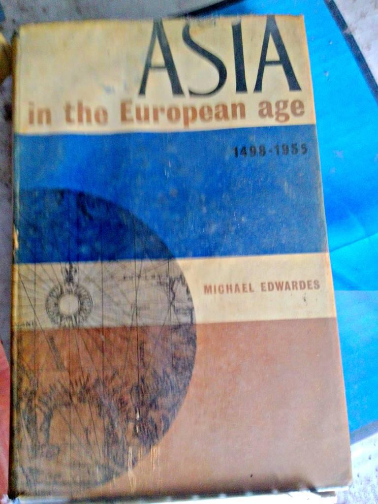 Buku Tua Ini Pernah Mengantarkan Saya Lulus Kuliah